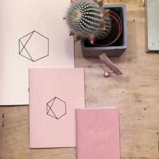 Hatszögű füzetek? Miért is ne! – Interjú Szatmári Rékával a Hexa.gon füzetek tervezőjével