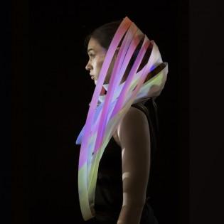 Fény-tér-tánc: Fazekas Veronika kísérleti ékszerei