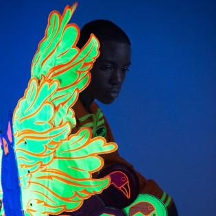 Törzsi neon és feje tetejére állított mainstream – Schuller Mária kollekciója