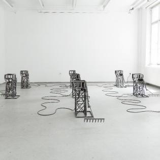 """Az idő gyarmatosítása – Pálfalusi Attila """"FARM"""" installációja"""