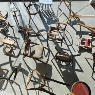 Székátírás – 100 szék 30 év távlatában