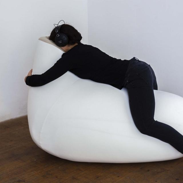 Bőr a bőr alatt – Patrícia J. Reis interaktív installációja minden érzékszervünket játékra hívja