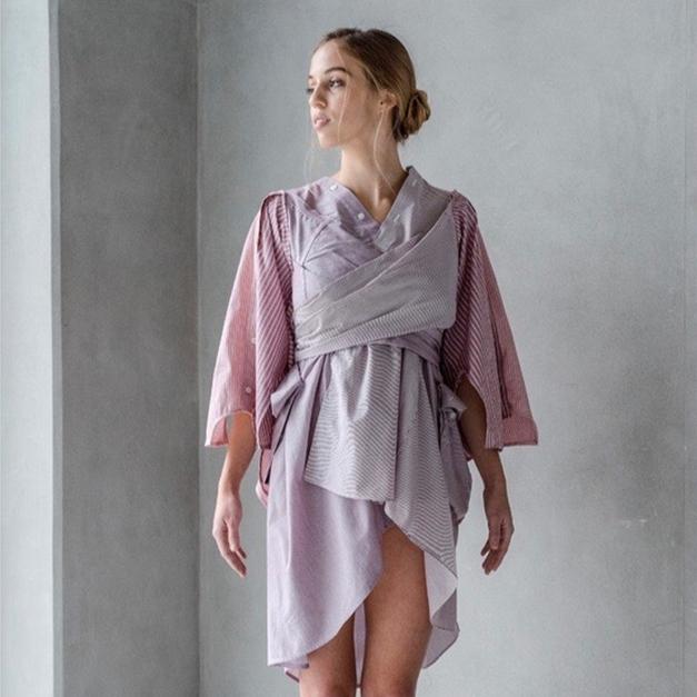 Férfi ruhából női viselet, inggallérből hátdekoltázs – Papp Zsófia japán kimonó-átirata