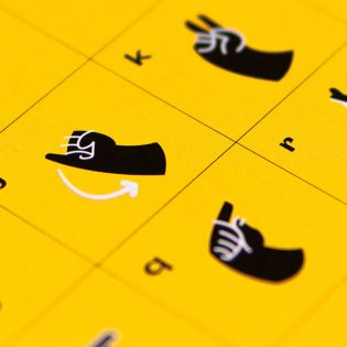 Hallássérültek segítése vizuális eszközökkel, avagy milyen a jó design?